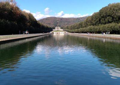Parco reggia di Caserta veduta verso la cascata