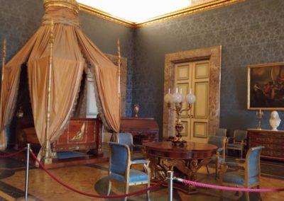 Sala con baldacchino reggia di Caserta