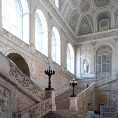 Palazzo-reale-di-Napoli-scalone-d'onore