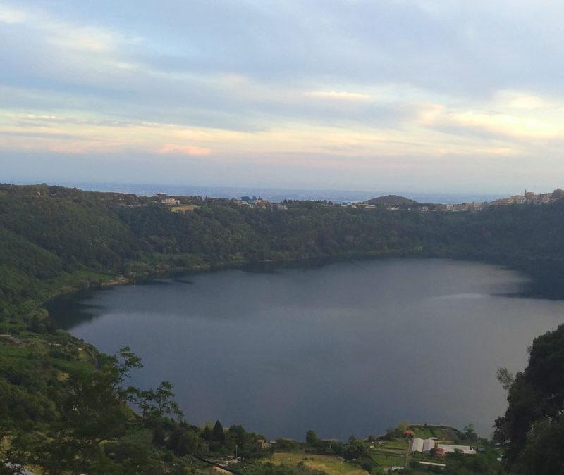 Passeggiata a Nemi: il lago, il museo delle navi e le fragole