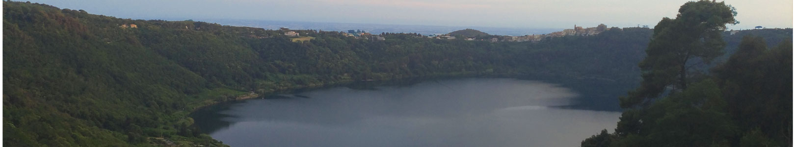 Veduta del lago di Nemi