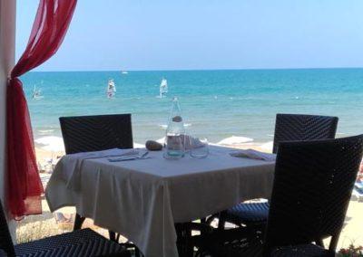 vieste ristorante sulla spiaggia