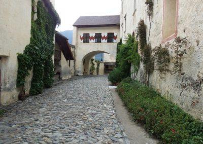 cortile di Castel Coira