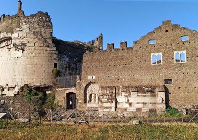 Mausoleo Cecilia Metella e Castrum Caetani