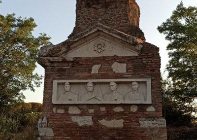 Tomba con busti Via Appia