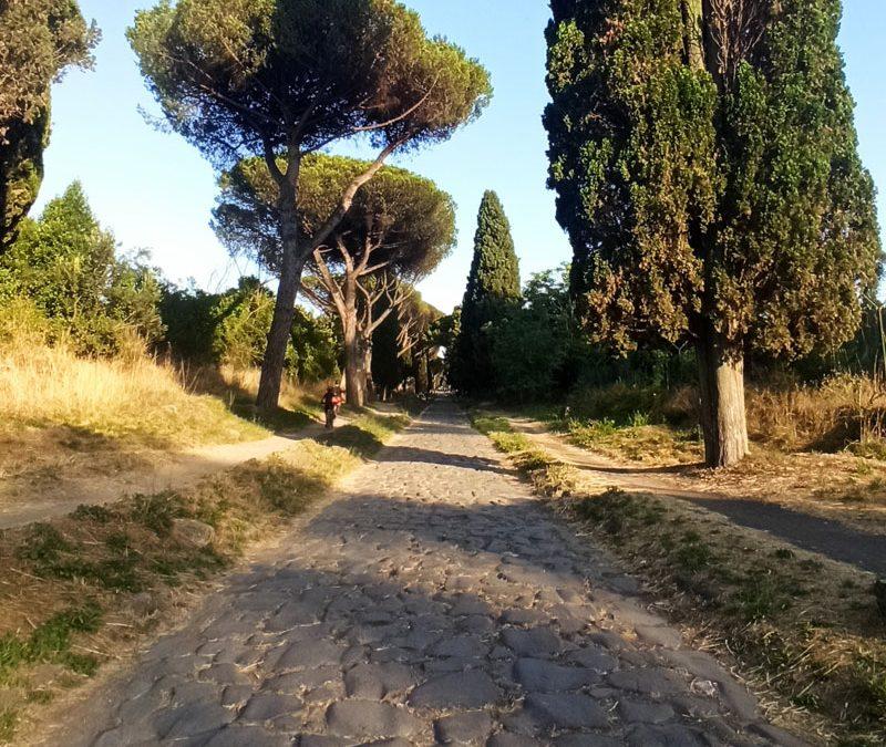 Passeggiata sulla via Appia Antica al tramonto