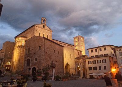 Piazza Innocenzo III sera